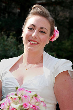 Beautiful bride with pink bouquet, make up by Powder Beauty